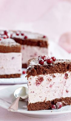 Suklainen puolukka-rahkakakku – katso resepti! | Meillä kotona Baking Recipes, Cake Recipes, Dessert Recipes, Desserts, Scandinavian Food, Sweet And Salty, Let Them Eat Cake, Yummy Cakes, No Bake Cake