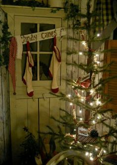 I want to do this tree!!!  @Portia Corrales @Tiffany Langsdale @Sara Lozano  Country Christmas what a cool idea for an old door!