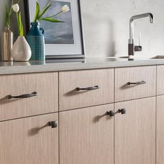 The modern shape of these Top Knobs Transcend collection Contour series knobs and pulls contour to the curves of your hand and connect to cabinetry with a footed base. . . . #topknobs #decorativehardware #transcend #cabinethardware #knobsandpulls #kitchen #kitchendesign #topknobs