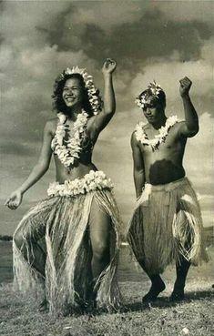 Tahiti Hotels, French Polynesia - Amazing Deals on 317 Hotels Polynesian Dance, Polynesian Islands, Polynesian Culture, Hawaiian Islands, Hawaiian People, Hawaiian Dancers, Hawaiian Art, Hawaiian Legends, Hawaii Vintage