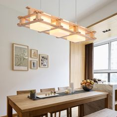 Cheerhuzz  Nórdico minimalista lámpara de luz de techo retro  https://es.aliexpress.com/store/product/Nordic-Retro-3-Lights-Wood-Pendant-Lamp-E27-Modern-Simple-Glass-Lampshade-Restaurant-Bar-Hangling-Light/1248587_32788868896.html?spm=2114.12010608.0.0.7gEaWU