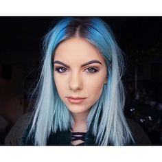 Quick selfie before work ✌️ #bluehair #selfie #makeup #beauty #lashes