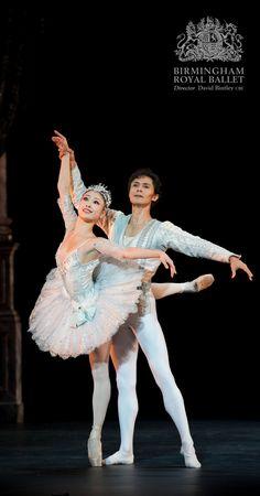 Birmingham Royal Ballet - Theme and Variations: Momoko Hirata and César Morales; photo: Bill Cooper