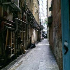Do you like going through street alleys? #hongkong #street