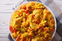 I have been working on this Syn Free Chicken Paella recipe for a little while, and I felt like it was time to share. Ever since we lived in Spain, I have been wanting to make a proper Paella. Slimming World Dinners, Slimming World Chicken Recipes, Slimming Eats, Slimming Recipes, Slimming World Paella, Slimming World Bbq Sauce, Slimming World Lunches Work, Actifry Recipes Slimming World, Ranch Pasta
