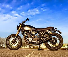 RocketGarage Cafe Racer: Yamaha Xj 750