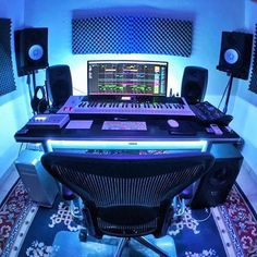 17 trendy home studio music ideas desks Music Studio Decor, Home Recording Studio Setup, Home Studio Setup, Home Studio Music, Configuration Home Studio, Home Music Rooms, Auxerre, Dj Equipment, Game Room