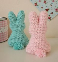Crochet pattern for an Easter bunny - Easter bunny crochet pompom – schoenstricken. Crochet Easter, Crochet Bunny Pattern, Crochet Bobble, Free Crochet, Hand Knitting, Knitting Patterns, Crochet Patterns, Knitted Teddy Bear, Easy Knitting Projects