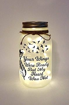 Mason Jar Crafts – How To Chalk Paint Your Mason Jars - Contations Chalk Paint Mason Jars, Painted Mason Jars, Mason Jar Painting, Mason Jar Projects, Mason Jar Crafts, Crafts With Jars, Pickle Jar Crafts, Mason Jar Christmas Crafts, Diy Crafts For Adults