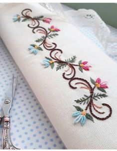 Embroidery Flowers Pattern, Embroidery Monogram, Hand Embroidery Stitches, Silk Ribbon Embroidery, Crewel Embroidery, Hand Embroidery Designs, Cross Stitch Embroidery, Embroidery Ideas, Machine Embroidery Projects