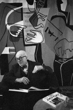 "Le Corbusier les anima: ""HÁGALO CON UN ARQUITECTO"",  http://www.santiagodemolina.com/2015/03/hagalo-con-un-arquitecto.html"