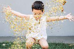 Filhote lindo! E a mamãe tá tentando tirar os confetes da grama até hoje #vidademae