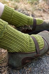 Nicely textured, recycled cotton crew socks with ribbing and a scalloped edge.  A great medium weight basic for your eco-friendly wardrobe.  Made in the USA of us grown fibers.