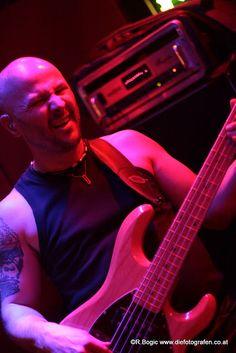 Ramon in der Fledermaus Music Instruments, Guitar, Halloween, Musical Instruments, Spooky Halloween, Guitars