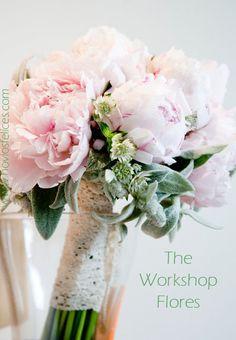 Ramo de novia de hermosas peonias color rosa