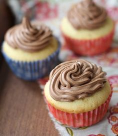 Nutella Cream Cheese Frosting | Turn the addictive Nutella chocolate-hazelnut spread into a creamy frosting.