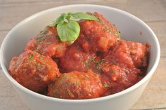 Italian meatballs with tomato sauce, yummm Dutch Recipes, Meat Recipes, Italian Recipes, Healthy Recipes, I Love Food, A Food, Good Food, Yummy Food, Vegan Burgers