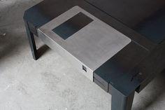 フロッピーディスクのテーブル【Floppy Table】 - インテリアハック