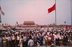那天,我們到了天安門前的東長安街上⋯⋯ 28年前的5月28日,是《全球華人大遊行》。我們拉起了「香港同胞全力支持」的橫額,在烈日下與首都二十多萬名市民和同學一起遊行於天安門前的東長安街上。在政權一再強權的打壓下,運動初期的「反貪反腐」「要求對話」等訴求已不復見;只見由新華門一直遊行到天安門,喊得最震天價響的已是「爭取民主」「言論自由」和「李鵬下台」等隱含了對整個制度質疑的呼聲⋯⋯ 傍晚,回到北京飯店,架好了那時代的高科技圖文即時通訊器材 - 傳真機,然後把傳真的信頭,設定為[1997 · HKFS BEIJING]