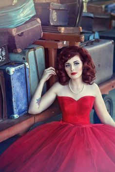 A stunner in tulle! Absolutely in love with this '50s style sweetheart tea length dress with a tulle skirt! This would be perfect for a Rockabilly Wedding!:: Retro Weddings:: Fool for Tulle:: Rockabilly Bridesmaid:: Red Tulle Dress
