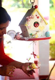 The Hanging Bird House - cake by Anna Mathew Vadayatt Anti Gravity Cake, Gravity Defying Cake, Beautiful Cakes, Amazing Cakes, 3d Cake Tutorial, Cake Structure, Fab Cakes, Spring Cake, House Cake