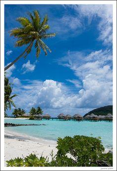 Paisaje de Bora Bora desde la playa by jsmoral, via Flickr