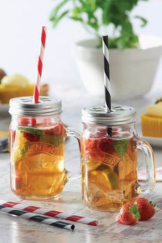 Enjoy homemade beverages with a friend this summer with the Kilner 9 Piece Mug, Straw and Lid Set #kilner #homemade