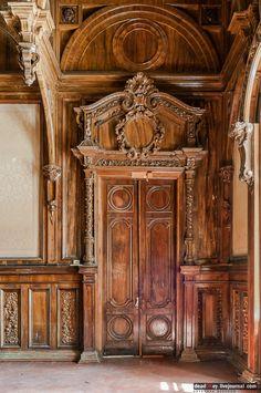 Усадьба Быково, интерьеры. Дверь  в  спальню.