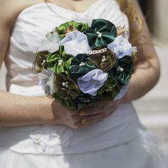 Sur le blog, on vous partage les différentes étapes de fabrication du bouquet de notre mariage :) (lien dans la bio) #mariage #diy #wedding #creation #forlife #love #tissu #perles #message #madewithlove #cousumain #handmade #bouquet