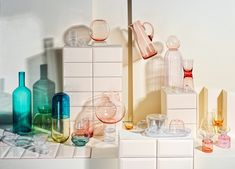 Tableware for spring. Styling by Sarah Riga, Photo by Gregor Titze for Falstaff LIVING. Riga, Highlights, Spring, Tableware, Home Decor, Style, Pastel, Swag, Dinnerware