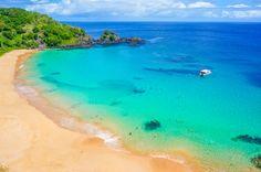 """A Baía do Sancho, em Fernando de Noronha, foi eleita a melhor praia do mundo pelo prêmio """"Traveler's Choice Beach"""", do site TripAdvisor."""
