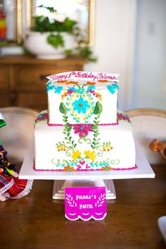 Fiesta Cake. Paloma is 5 Photo By pilar valtierra photography