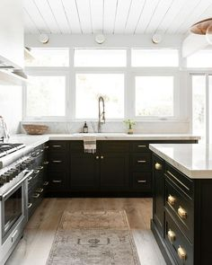 Black Kitchen Cabinets, Gold Kitchen, New Kitchen, Two Tone Kitchen Cabinets, Black Kitchen Island, Timeless Kitchen Cabinets, Modern Farmhouse Kitchens, Black Kitchens, Home Kitchens