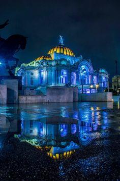 Palacio de Bellas Artes después de la lluvia, Ciudad de México