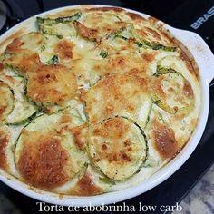 Torta de Abobrinha Low carb Receita by @dayseamarall Corte uma abobrinha em rodelas com aproximadamente 1cm, tempere com azeite, sal,…