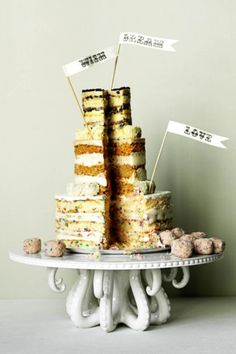 interesting take on a cake! Sweet Smorgasbord by Momofuku Milk Bar Tip: When mixing different flavors, try opting for a 'naked'-style cake (one without a final coat of icing) so that your guests can see what they're getting into. Momofuku Cake, Momofuku Milk Bar, Traditional Wedding Cake, Traditional Cakes, Cupcakes, Cupcake Cakes, Milk Bar Cake, Octopus Cake, Cake Platter