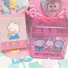 サンリオのキャラクター大賞で毎日キキララに入れてるんだけどそれといっしょにチアリーチャムにも入れてますグッズ再販されないかなーと思いつつ。。。そんななか、… チアリーチャム懐かしい Cute Office Supplies, Pochacco, Cute Stationery, Little Twin Stars, Cute Toys, Office Art, Pink Aesthetic, Good Old, Sanrio