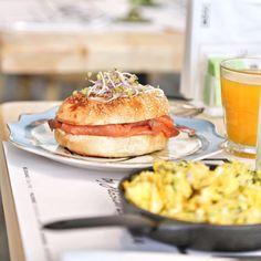 Bagel mooi Salmon Burgers, Bagel, Ethnic Recipes, Food, Salmon Patties, Meal, Essen, Hoods, Meals