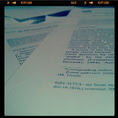 Revisant articles...  Reviewing articles...
