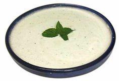 Sopa de yogur y pepino o Tzatziki. Sopa de yogur y pepino (Djadjik en la cocina sefardí, Cacik en la armenia, Tzatziki en la griega y Raitas en la hindú