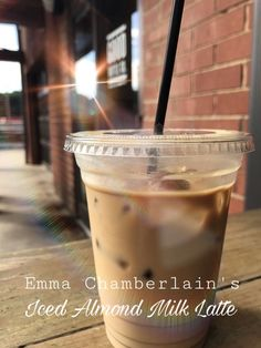 Emma Chamberlains Iconic Iced Almond Milk Latte cup Coffee 1 cup A Recipes Almond Milk Creamer, Almond Milk Coffee, French Vanilla Creamer, French Vanilla Iced Coffee Recipe, Iced Coffee Recipes, Starbucks Drinks, Coffee Drinks, Coffee Cup, Healthy Starbucks
