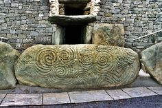Newgrange en Irlande est une porte du Sidhe, Creation is equal to awakening once you fulfill your destiny and stop all acts and deeds that contain death with no purpose but to abuse life, http://ninaohman4life.wordpress