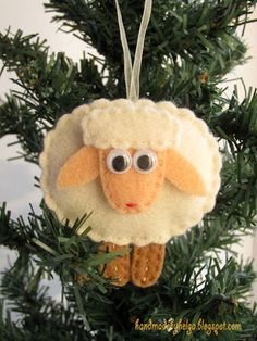 Handmade by Helga: Happy Chinese New Year! Christmas Projects, Easter Crafts, Felt Crafts, Holiday Crafts, Felt Projects, Felt Christmas Decorations, Felt Christmas Ornaments, Sheep Crafts, Horse Crafts
