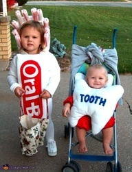 Toothbrush and Baby-Tooth Costume - Halloween Costume Contest via Halloween Mono, Halloween Costumes Kids Homemade, Clever Halloween Costumes, Halloween Costume Contest, Halloween Kids, Costume Ideas, Sibling Halloween Costumes, Funny Halloween, Stroller Halloween Costumes