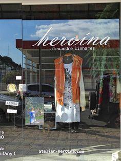 """Vestido em malha Heroína - Alexandre Linhares pintado à mão da coleção """"compacto duplo"""" com jaqueta da coleção """"última sessão"""".  Para ver mais, acesse: www.heroina-alexandrelinhares.blogspot.com.br"""