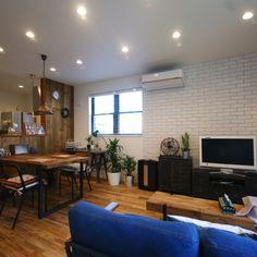 yoshinobuさんの、ペンダントライト,観葉植物,コーヒーテーブル,ダウンライト,サーキュレーター,ブリックタイル,足場板,無垢床,アカシア,リビング,のお部屋写真