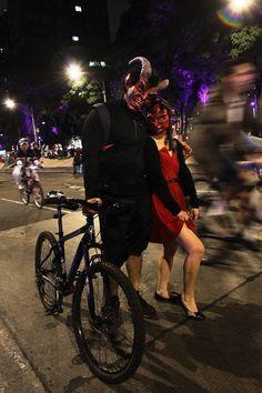 """Peculiares monstruos """"toman por asalto"""" la Ciudad de México."""