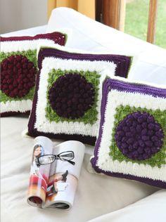 Almohadones flor #crochet Ideales para dar presencia, color y relieve al ambiente. Descarga el patron en www.eviadigital.com