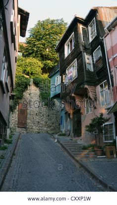 Download this stock image: Wooden houses in Cankurtaran, Sultanahmet, Istanbul. - CXXP1W from Alamy's library of millions of high resolution stock photos, illustrations and vectors.