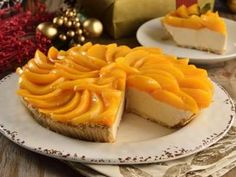 This Christmas, prepare this rich cheese tart with yoghurt and peaches. It has a crunchy base with nuts, a spicy filling of cheese with yoghurt and a touch of vanilla, the best of all is that it is covered with this rich fruit. Cheesecake Recipes, Pie Recipes, Cheese Tarts, Cheesecakes, Waffles, Bakery, Vanilla, Peach, Fruit